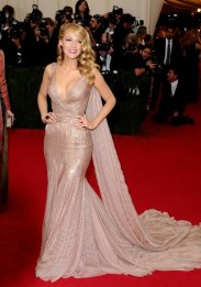 Blake+Lively+Red+Carpet+Arrivals+Met+Gala+m2ZKZSkgCi7l
