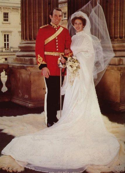 a97a685635748335f7c8df227ff8c9a6--royal-wedding-gowns-royal-weddings